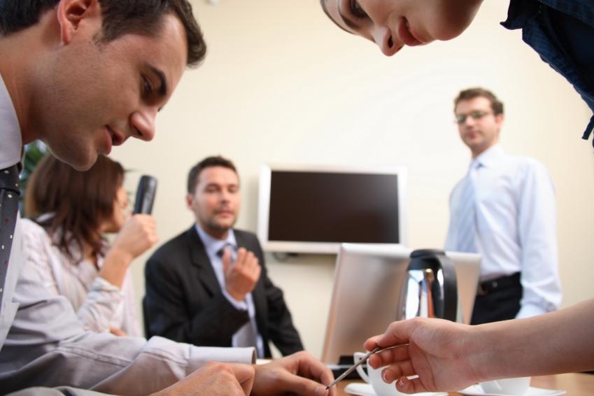 Grupo de empresarios reunidos